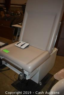UMF Medical Exam Table Model 5080