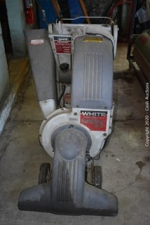 White YardBoss 800 Shredder / Chipper / Vac